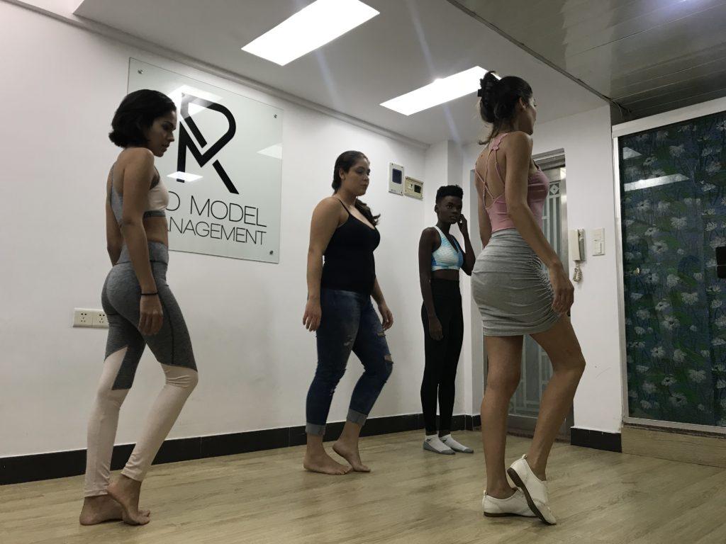 Rotina de treinamento de modelo na China, com a coach Sandra Passos - pela agência Rio Model Management