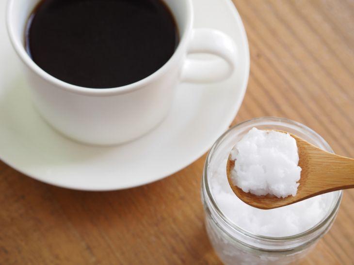 Oléo de coco no café