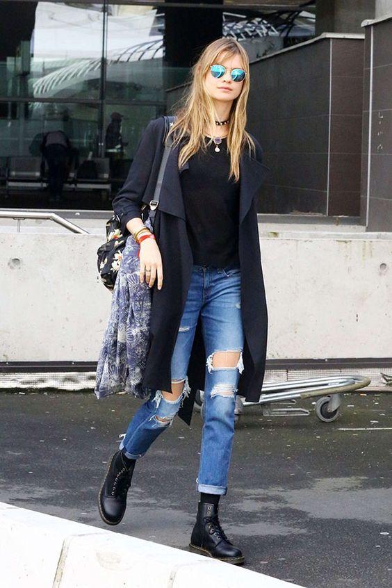 Você pode usar coturnos com mom jeans