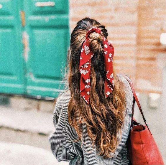 Lenços são ótimas tendências acessórios de cabelo