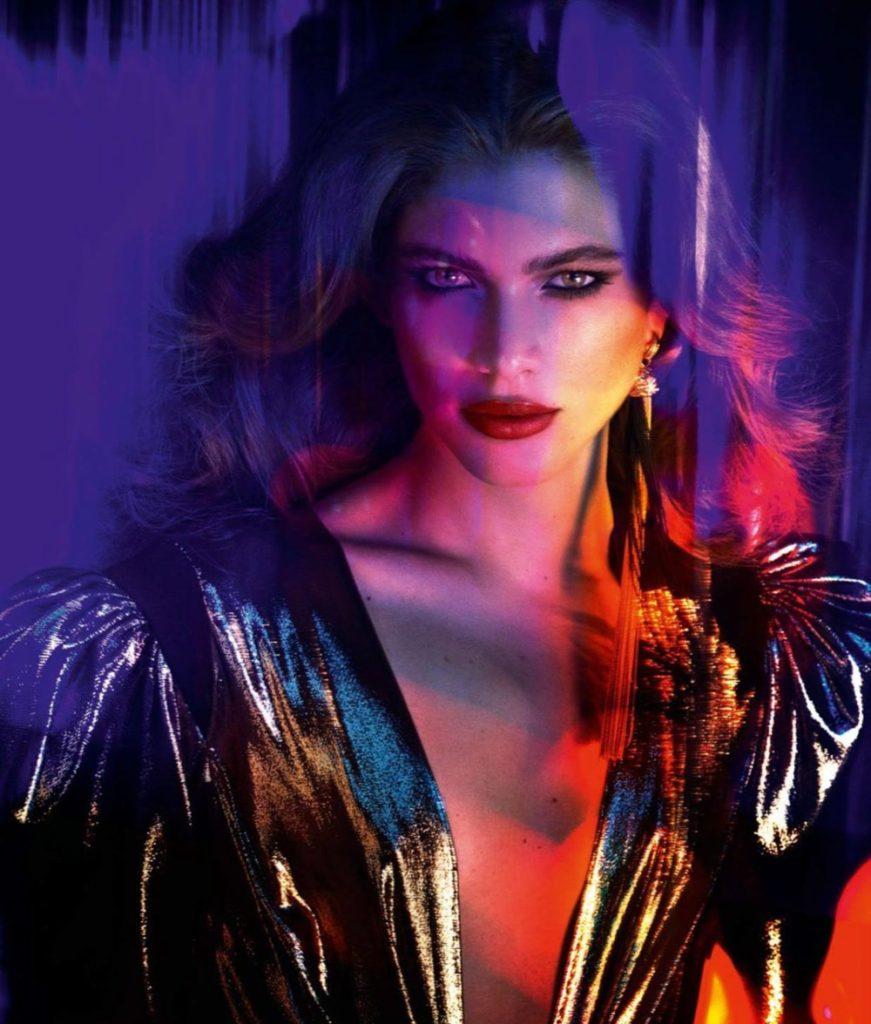 Valentina Sampaio estampando a capa da icônica Vogue Paris