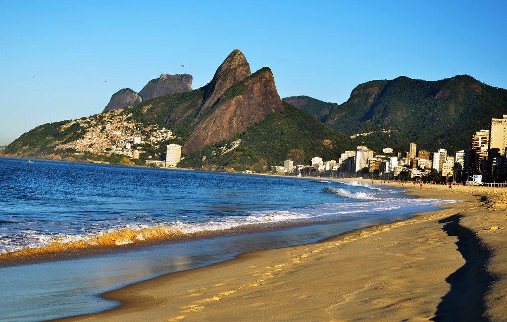 Faça uma trilha para o morro Dois Irmãos no Rio
