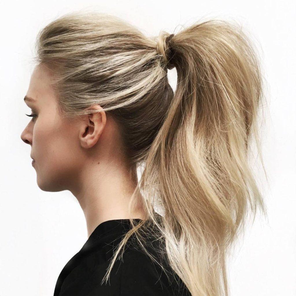 Rabo de cavalo é um dos penteados bonitos e fáceis para fazer sozinha