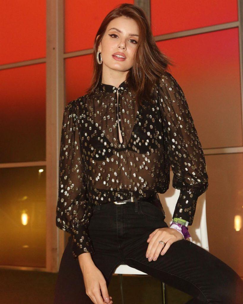 Camila Queiroz usou um dos melhores looks e tendências do festival