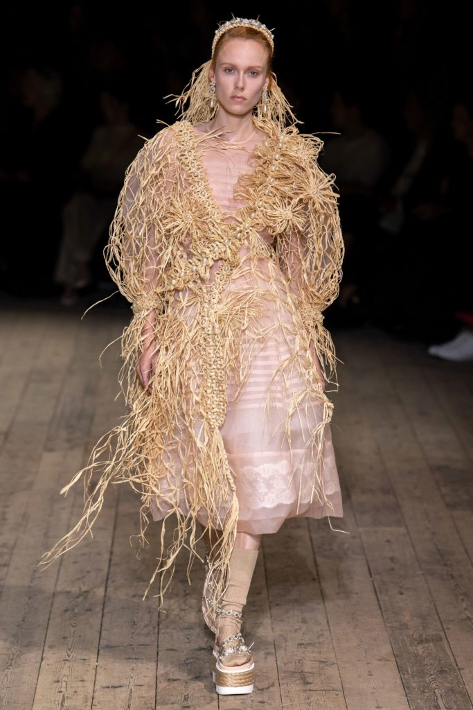 Simone Rocha trouxe sua cultura e feminismo para a London Fashion Week