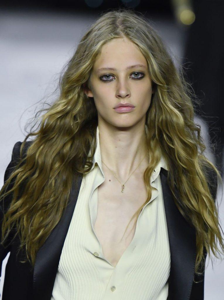 Tendências de maquiagens para utilizar em 2020: olhos pretos marcados