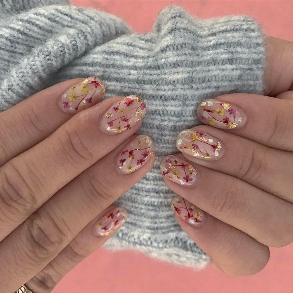 A primavera 2019 vai trazer nail arts com flores e frutas