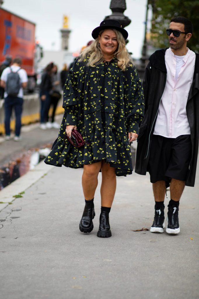 Fashionistas apostaram em vestidos e blusas românticos com mangas bufantes