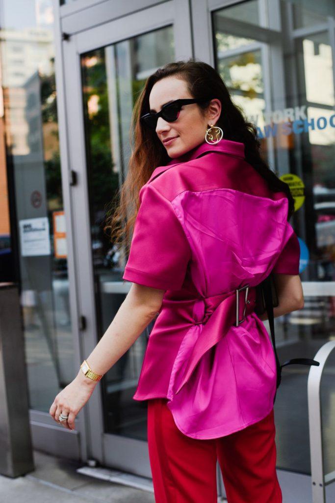 As fashionistas nas semanas de moda estavam apaixonadas pelo rosa/pink