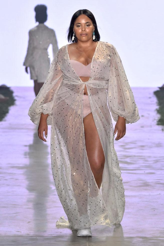 O branco vai dominar as tendências de moda praia para o verão 2020