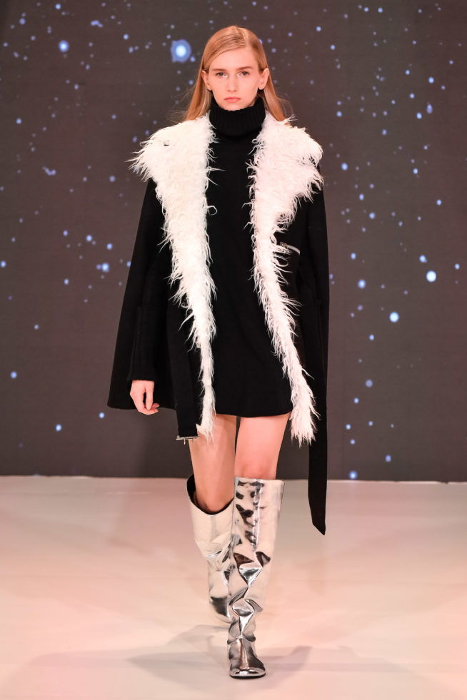 Gloria Coelho apostou no preto na São Paulo Fashion Week 2019