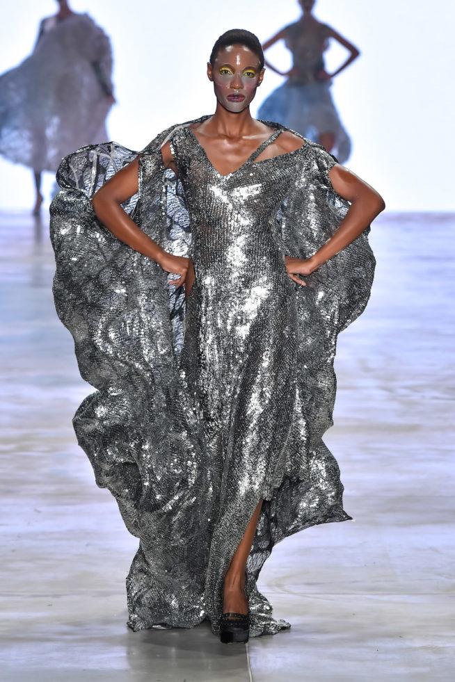 O metálico é tendência na Fashion Week nacional e internacional