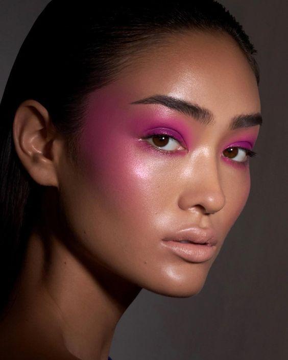 A maquiagem para o carnaval pode ser muito colorida