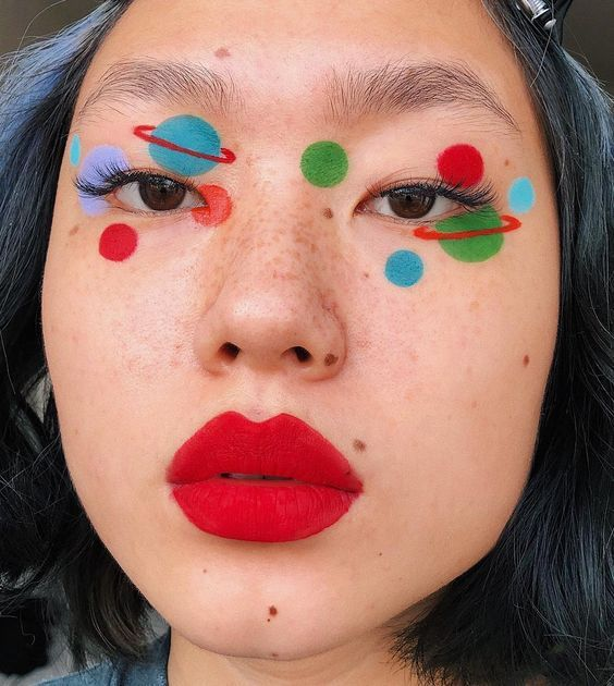 Coloque bolinhas na sua maquiagem de carnaval