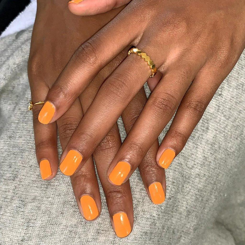 A cor laranja é ótima para o verão