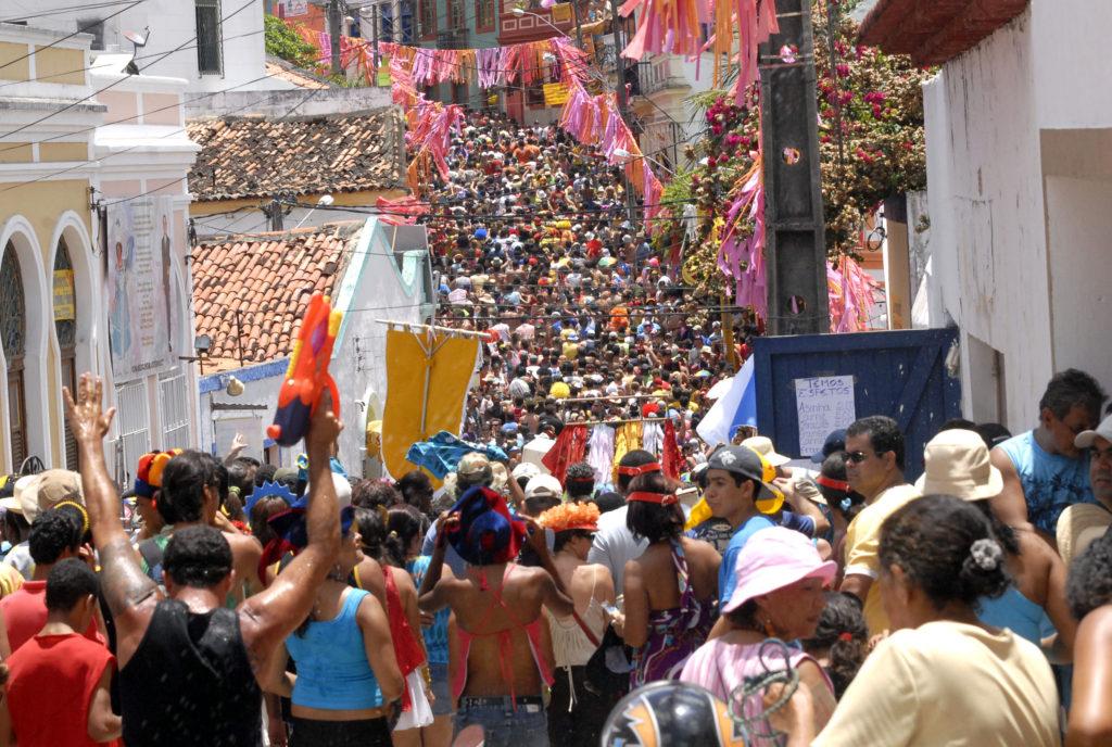 Ganhe dinheiro extra no carnaval como guia ou até interprete