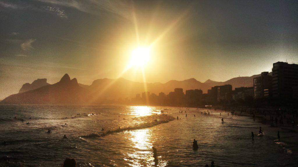 Um dos passeios gratuitos no Rio de Janeiro é a Pedra do Arpoador