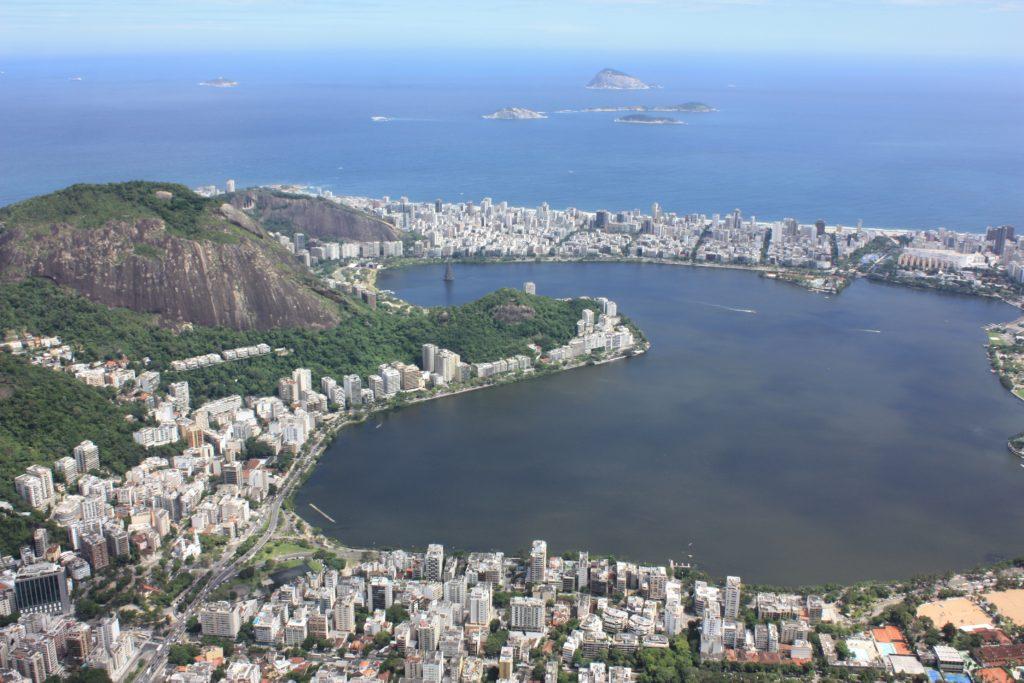 A Lagoa Rodrigo de Freitas é outro passeio aberto no Rio de Janeiro