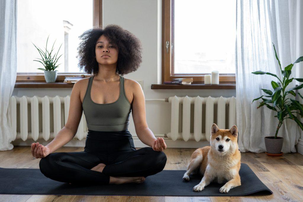 Meditação é um tipo de autocuidado durante o isolamento