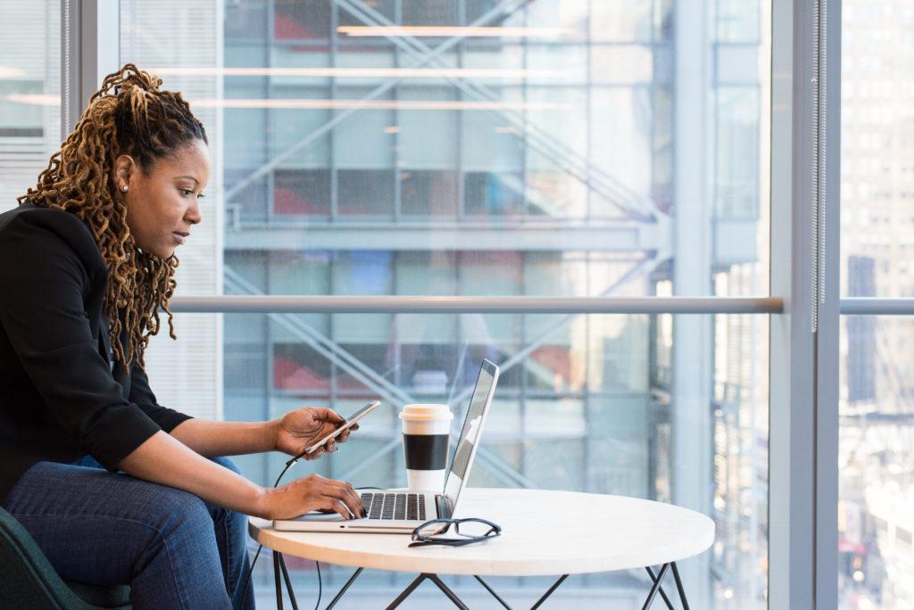 Faça cursos gratuitos em casa e melhore seu negócio